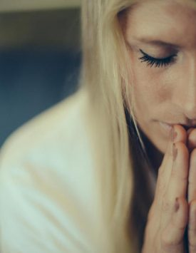 30121_Woman_praying