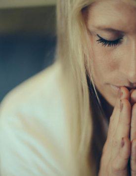 30121_Woman_praying